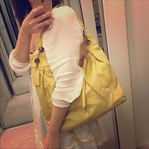 CLASSIC LARGE YELLOW LEATHER CLASSIC COACH PURSE